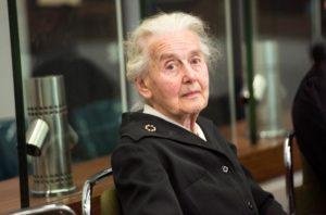 Ursula Haverbeck-Wetzel, espera el inicio de el juicio contra ella en los juzgados de Amtsgericht Tiergarten en Berlín (Alemania)