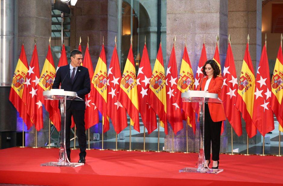Pedro Sánchez e ISabel Díaz Ayuso en el ya lejano pacto de la Puerta del Sol.