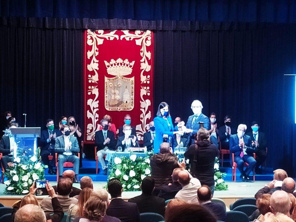 La Alcaldesa de Santander, Gema Igual, entrega la Medalla de Oro de Santander al Instituto Santa Clara.