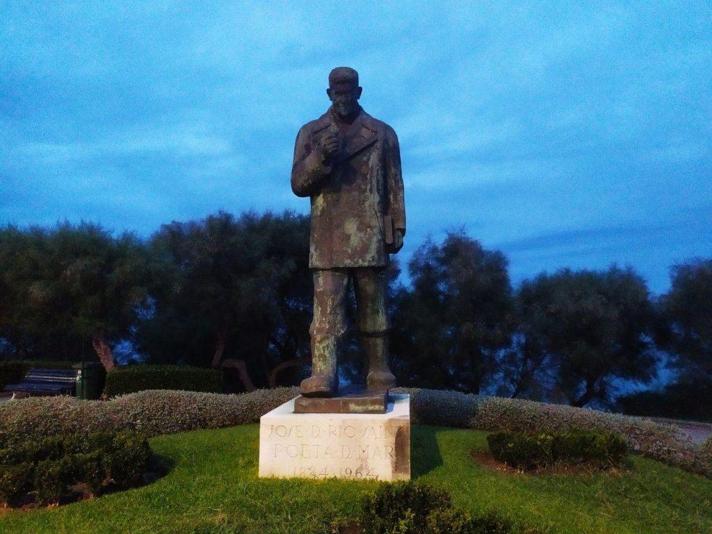 """Estatua del poeta """"Pick"""", que pasó por el Instituto también"""