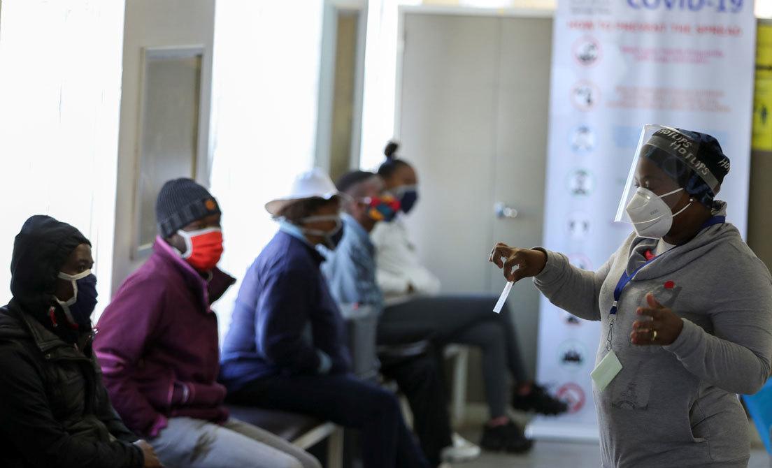 Voluntarios en un ensayo clínico de vacuna contra el coronavirus en Soweto (Sudáfrica), 24 de junio 2020.Siphiwe Sibeko/ Reuters
