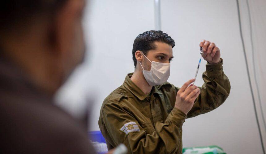Israeli Medic Vaccination e1611350323744