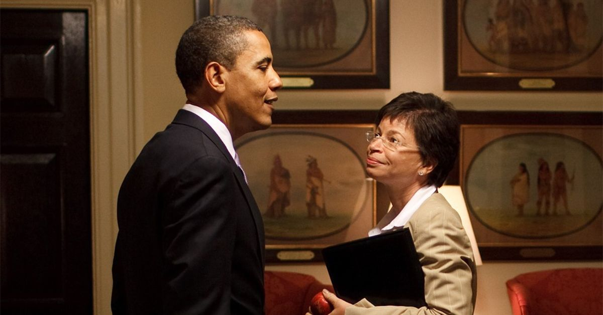 (Foto de archivo) Barack Obama y Valerie Jarrett.
