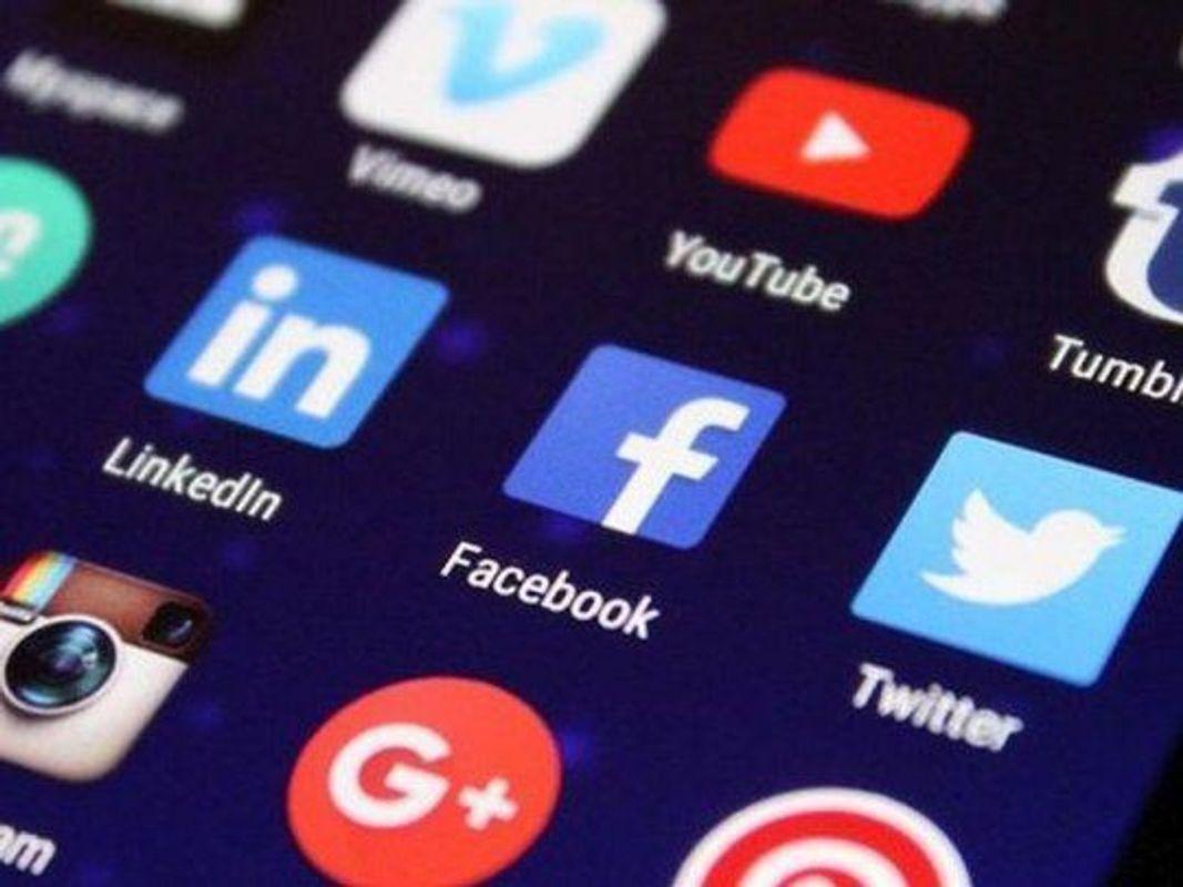 La revolución de las redes sociales trajo tanto un salto comunicacional en la sociedad como una peligrosa herramienta de censura para las empresas privadas.