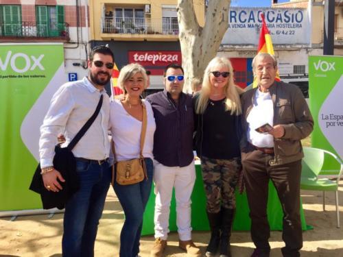 Equipo de VOX Gerona y nuestra corresponsal, Carlota Sales
