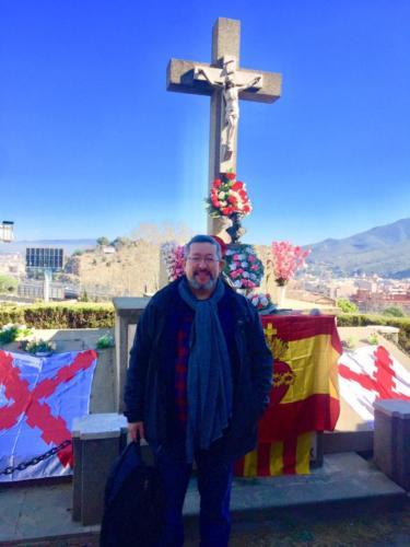 Javier Barraycoa en el cementerio durante el acto.